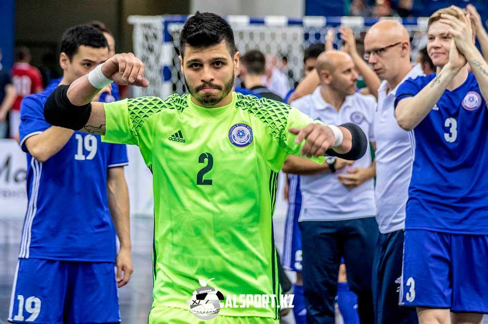 Сборная Казахстана вышла в четвертьфинал Евро-2018 с первого места, одолев Россию