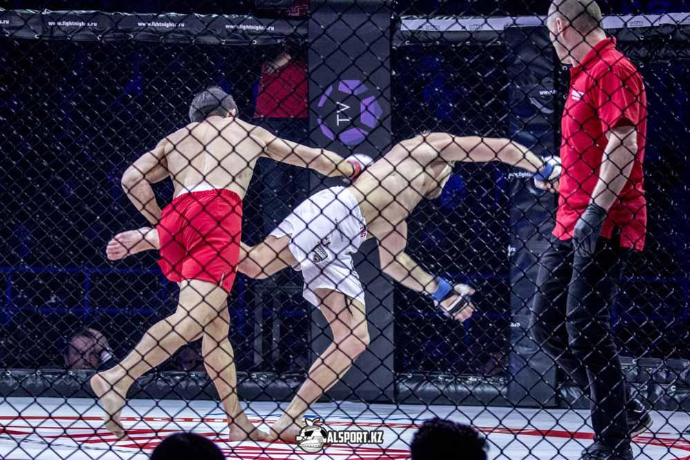 Казахстанский боец подписал контракт с UFC