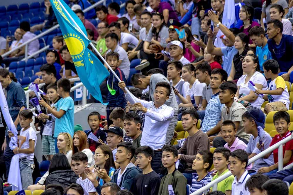 Фанаты Кайрата предложили Боранбаеву не отпускать игроков