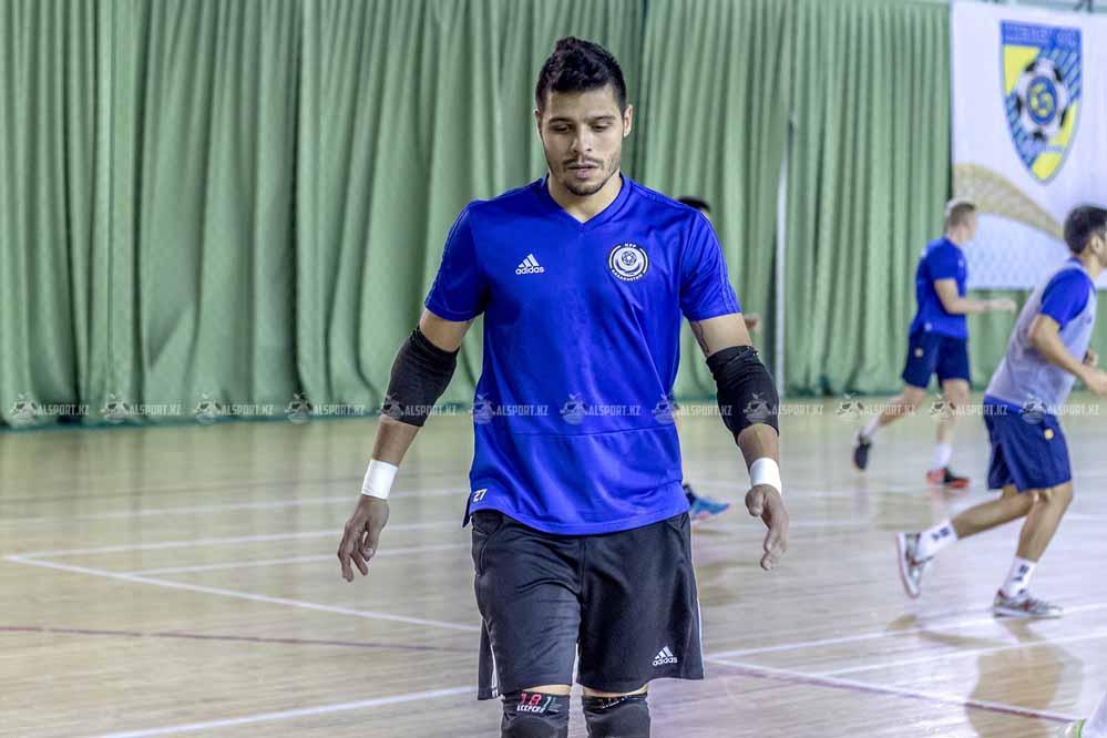 Вратарь сборной Казахстана номинирован на звание лучшего кипера мира