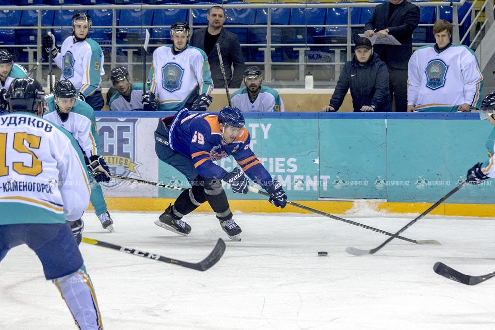 """Алматинские хоккеисты сыграют с """"Арланом"""" в плей-офф Чемпионата Казахстана"""