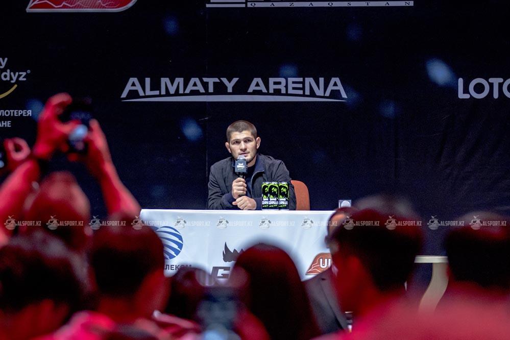Хабиб встретился с фанатами в Алматы